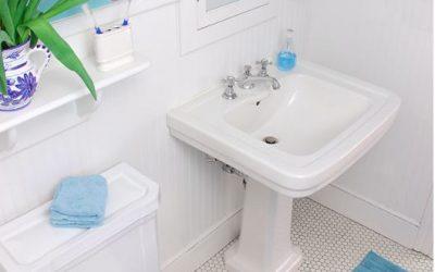 MAKE YOUR SMALL BATHROOM LOOK BIG!
